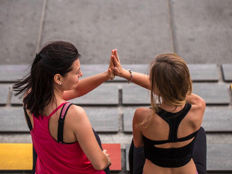girls high five